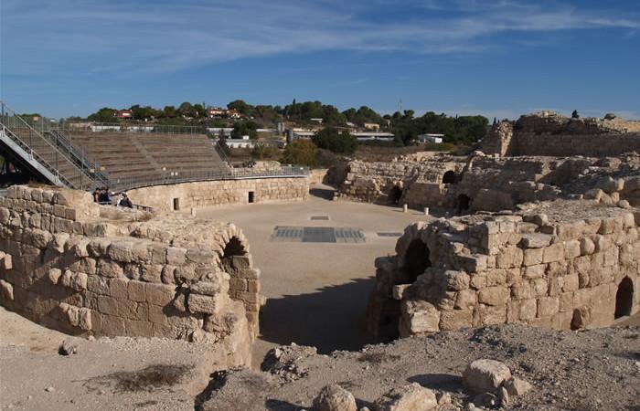 Veduta dell'anfiteatro romano di Eleuteropoli (200 d.C.), edificato in una depressione naturale. Siamo a Beit Jibrin. (Gli scatti di questa <i>fotogallery</i> sono di Rosario Pierri)