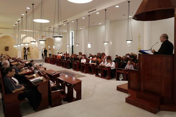Un momento dei lavori assembleari alla <i>Domus Galilaeae.</i> (foto CMC - A. Amireh)