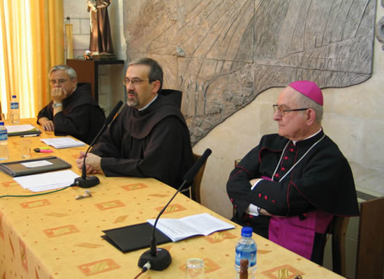 Il rappresentante del Papa a Gerusalemme, mons. Antonio Franco, interviene ai lavori del capitolo.