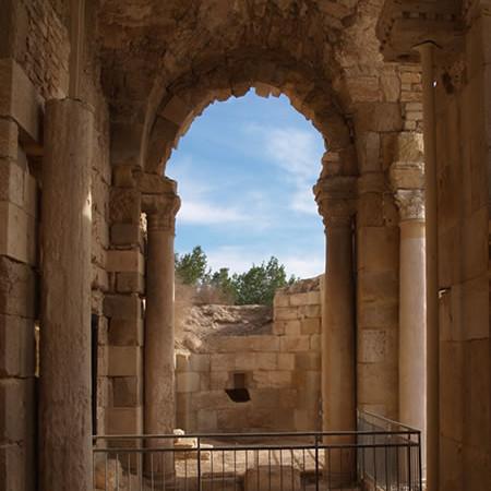 Beit Jibrin. La navata settentrionale della basilica crociata fu trasformata in moschea dopo la partenza degli ospitalieri.