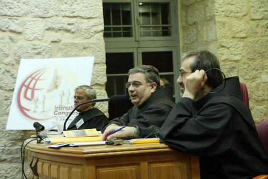 Gerusalemme, 19-25 novembre 2006. Il tavolo della presidenza del Congresso mondiale dei Commissari di Terra Santa. Al centro il ministro generale dei Frati minori.
