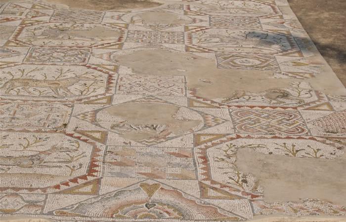 Questo mosaico, conservato a Tel Aviv nel Museo Haaretz, proviene da una chiesa di Beit Jibrin (Sesto secolo d.C.).