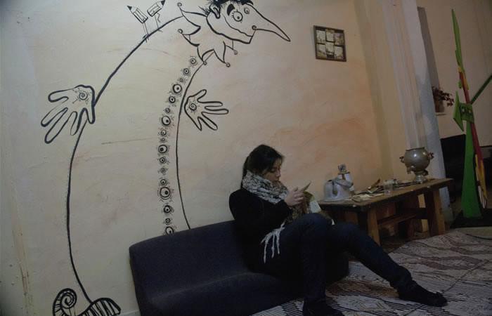 Un graffito su una parete di un centro culturale.