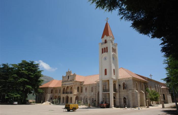 Gli edifici della residenza estiva del patriarca maronita, a Dimane, nella valle di Qadisha.