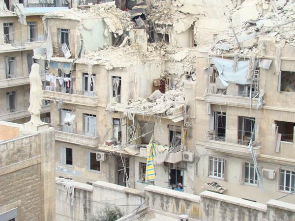 L'impiego di ordigni piuttosto potenti ha causato gravi crolli consistenti negli edifici.