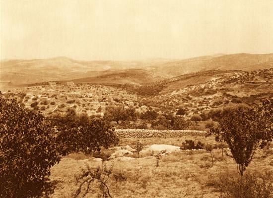 Circa 2 chilometri a est di Betlemme si trova il villaggio di Beit Sahur, la casa dei pastori. Già al tempo di sant' Elena vi si trovava una chiesa. La foto d'epoca ci restituisce la zona così come era - molto probabilmente - ai tempi di Gesù.