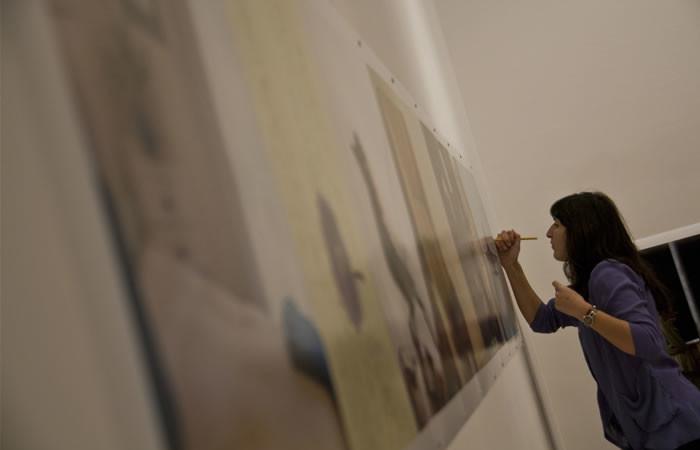 Mostra in allestimento. Musrara è l'habitat ideale di parecchi giovani artisti.