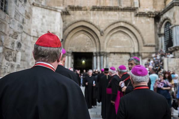 Sul sagrato della basilica, verso l'ingresso al Santo Sepolcro. (foto CMC - Nadim Asfour)