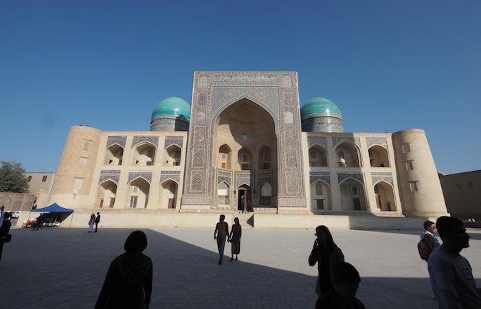 La facciata della madrassa Miri Arab a Bukhara. (foto G.B. Rossi)
