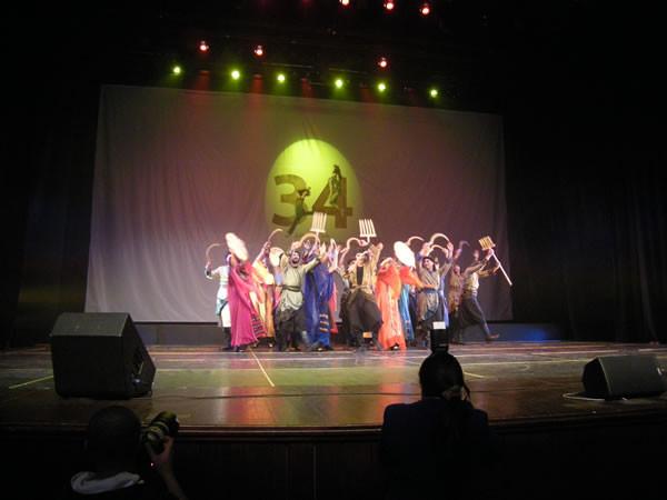 La compagnia <i>El Funoun</i> il 9 marzo scorso sul palco del Palazzo della Cultura, a Ramallah. (galleria foto di E. Mancini)