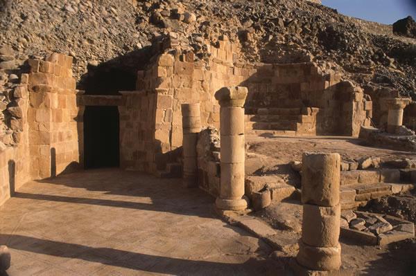 Le vestigia archeologiche del monastero cristiano dedicato a San Lot, a sud-est del Mar Morto, in Giordania. (clicca sull'immagine per la galleria fotografica)