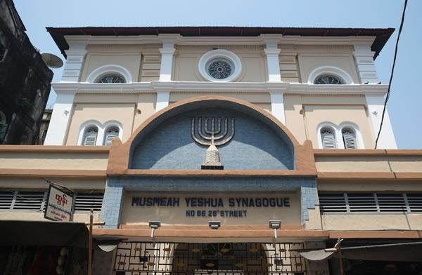 La facciata della sinagoga di Yangon. (clicca sull'immagine per la galleria fotografica)