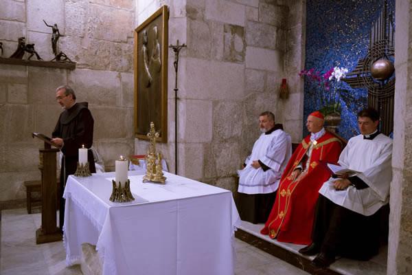 Durante la celebrazione dei Vespri, presieduti dal card. Bagnasco, il saluto del Custode di Terra Santa. (foto CMC - Nadim Asfour)