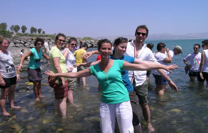 Nel lago di Tiberiade, dove certamente si bagnò anche Gesù. (foto L. Milan)