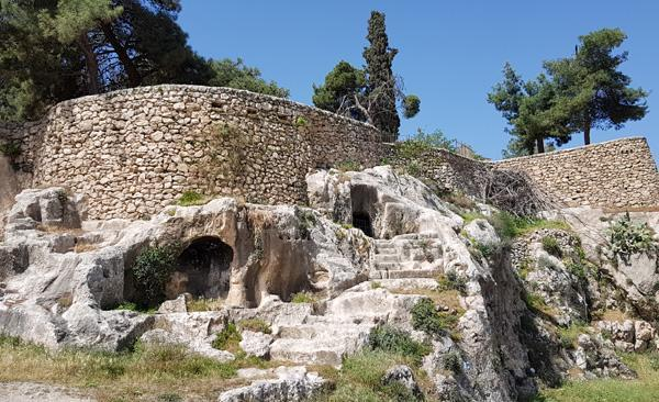 Camere funerarie scavate nella roccia nella valle dell'Hinnom (Geenna) (foto m.a.b./CTS)