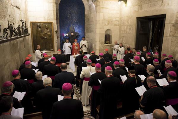 I Vespri nella cappella dell'Apparizione. (foto CMC - Nadim Asfour)