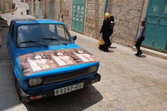 Anche il proprietario di questa vecchia Fiat non vuole essere da meno.
