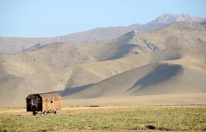 Sulla via per Samarcanda. La città è circondata dalle montagne. Solo il 3 per cento del territorio uzbeko è boschivo. (foto G. Sandionigi)