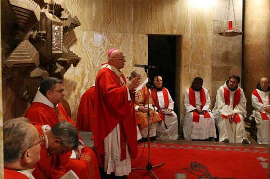 Gerusalemme, 19-25 novembre 2006. Congresso mondiale dei Commissari di Terra Santa. La Messa con il patriarca latino, mons. Michel Sabbah.