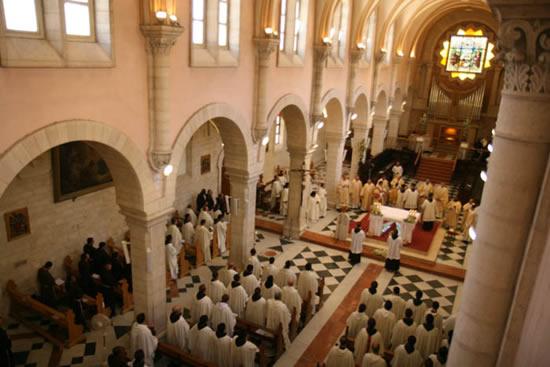L'ultima Messa solenne conclude il capitolo nella chiesa di Santa Caterina a Betlemme.