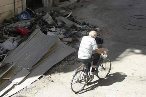 Il gesuita olandese si spostava sempre in bicicletta.