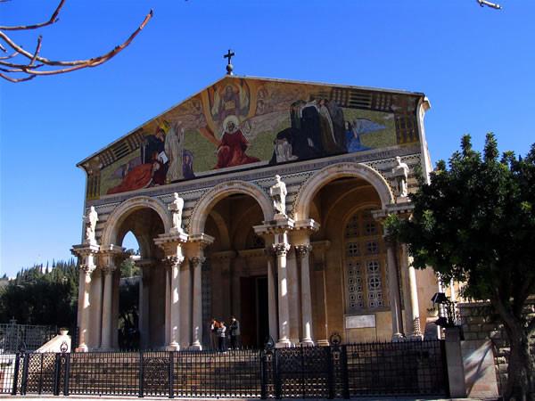 Alcune delle opere più importanti del Barluzzi in Terra Santa: la Basilica dell'Agonia (o delle Nazioni) al Getsemani...