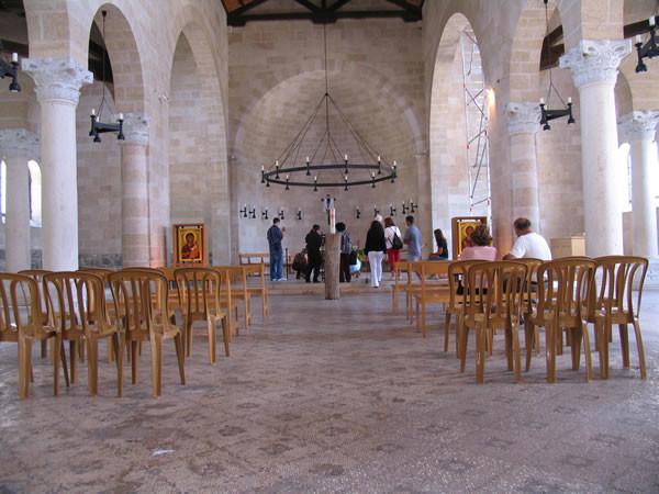 L'interno della chiesa benedettina. (foto J. Kraj)