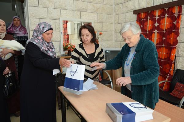 Alcune delle donne del Centro insieme alle responsabili.