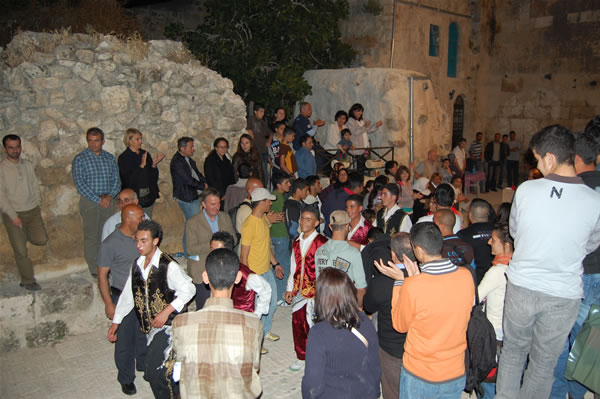 Momento serale di festa nel corso del <i>Sabastiya Heritage Day</i> 2010.