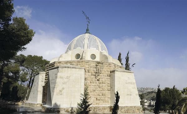 L'esterno del santuario di Beit Sahur. (foto P. Cagna)