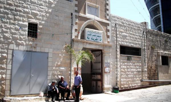 La grande moschea cittadina ormai inutilizzabile.