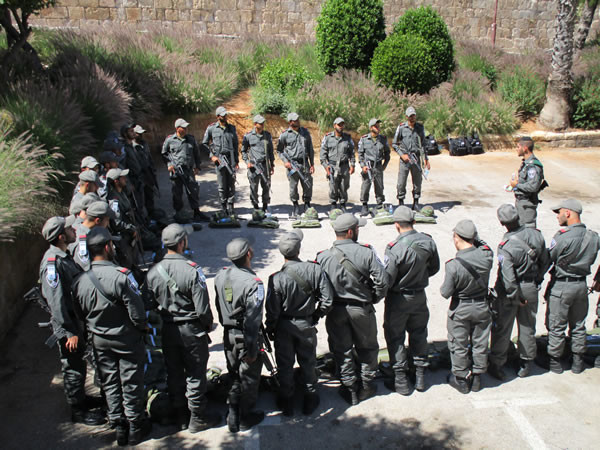 Un reparto si prepara al servizio di ordine pubblico per la Giornata di Gereusalemme. (foto G. Caffulli)