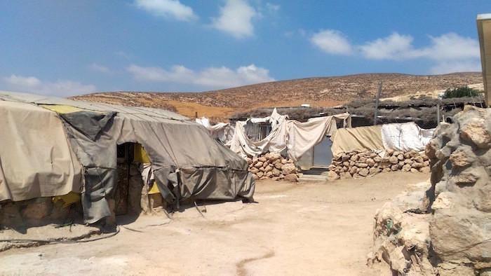Un agglomerato di baracche nell'area di Masafer Yatta, a sud di Hebron, in Cisgiordania.