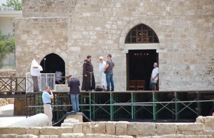 Ultimi sopralluoghi al palco montato a Pafos per la celebrazione ecumenica di venerdì 4 giugno.