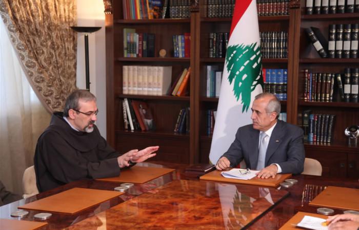 Il Custode di Terra Santa illustra al presidente libanese l'opera dei frati minori in Medio Oriente.