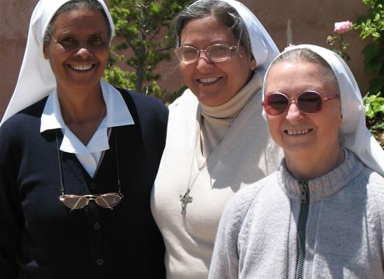 Le tre suore incaricate dell'Istituto. La prima a destra è suor Adriana Biollo. (foto C. Giorgi)