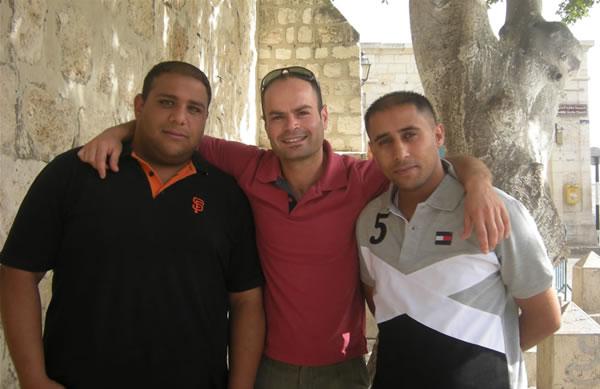 Da sinistra Moaz, Mohammed e Muhesen, gli ideatori della campagna.