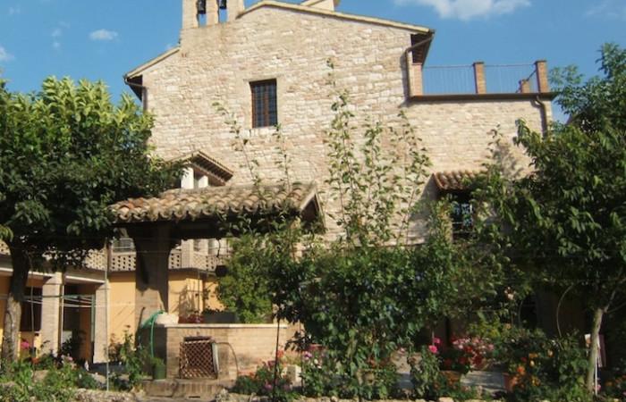 Uno scorcio del monastero di San Quirico oggi, visto dal giardino interno.