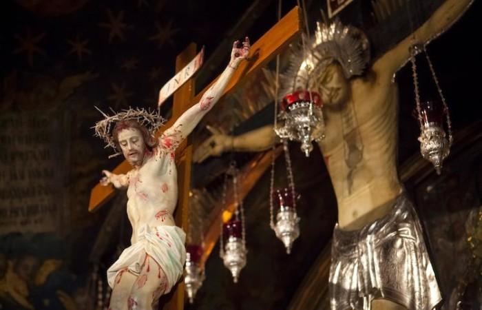 Il Crocifisso nella Basilica del Santo Sepolcro (foto Marie-Armelle Beaulieu/CTS)