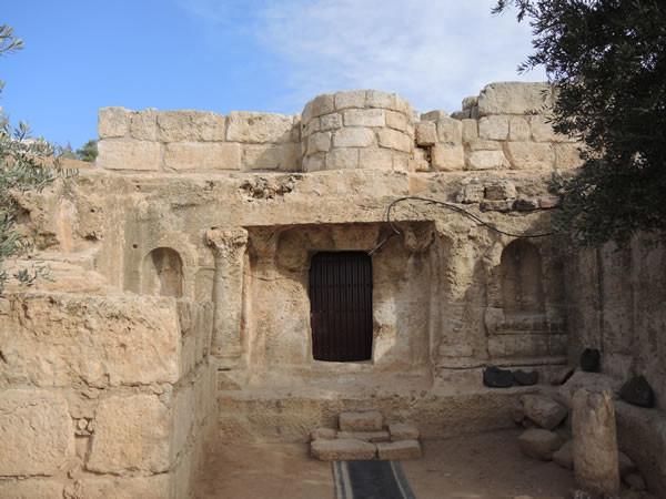L'ingresso della piccola grotta...