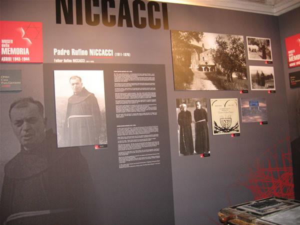 Il pannello della mostra dedicato al francescano fra Rufino Niccacci, uno degli artefici della rete clandestina assisana nel 1943-44.