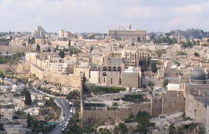 Gran parte degli edifici del quartiere fu costruita dopo il 1967. Sulla destra della foto, in primo piano, la cupola della moschea Al-Aqsa.