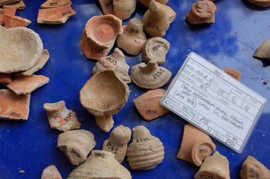 Frammenti di vasellame rinvenuti nel ninfeo di Magdala. (foto G. Caffulli)