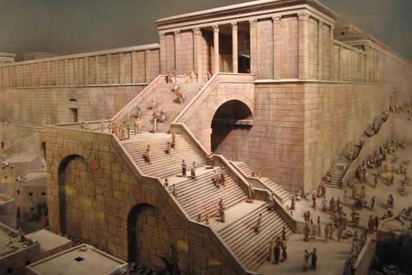 La scalinata sorretta dall'arco di Robinson in una ricostruzione del Tempio di Gerusalemme prima che fosse distrutto dai romani nel 70 d.C.