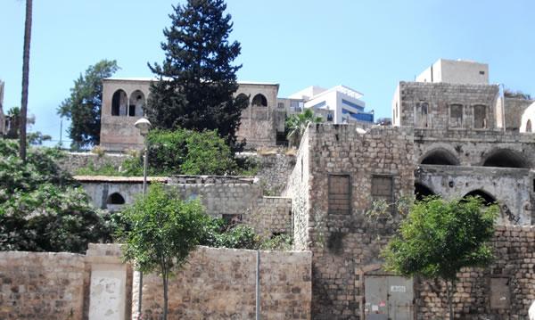 Gli edifici che sopravvivono a Wadi Salib sono chiusi e abbandonati.