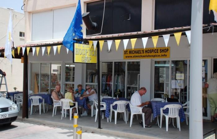 I locali utilizzati dai cattolici di Pafos per autofinanziare la costruzione dell'Hospice St. Michael.