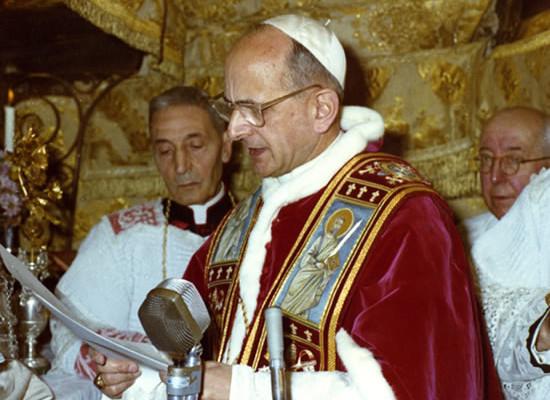 La mattina dell'Epifania 1964 Paolo VI pronuncia il suo discorso nella Grotta della Natività a Betlemme.