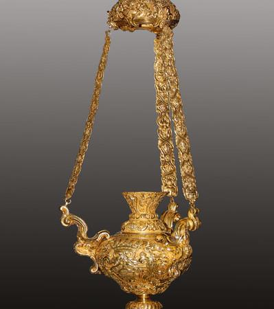Lampada per santuario. Oro massiccio. Dono di re Giovanni V del Portogallo.