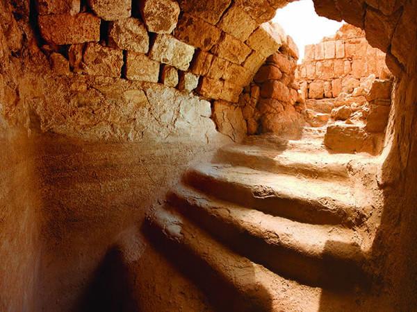 Un bagno rituale reale di epoca erodiana, visto dall'interno.