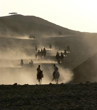 Cavalieri nel deserto.